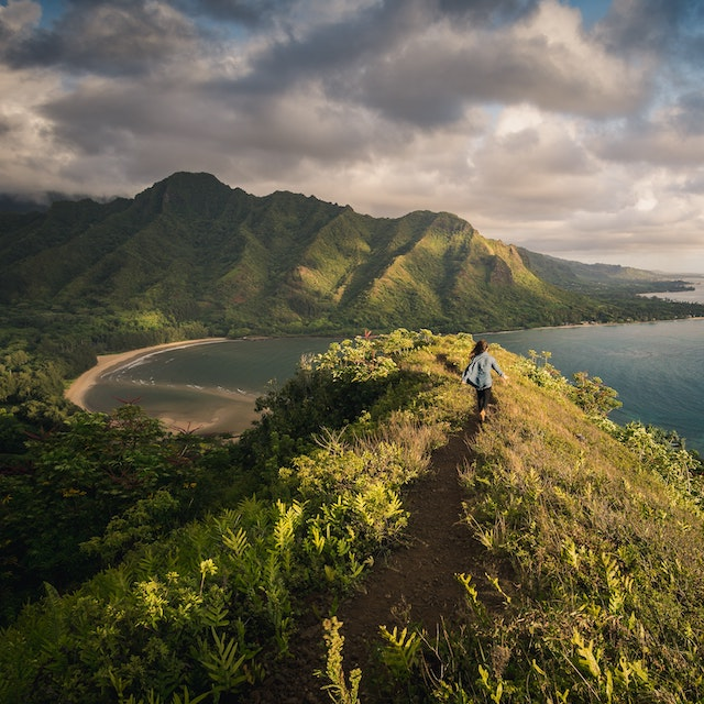 best time to go to Hawaii hiking crouching lion