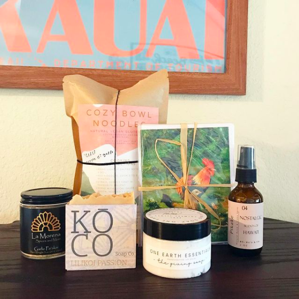 Hawaii gift basket with Hawaii soap, postcards, noodles, and more from Sam's Gift Boxes