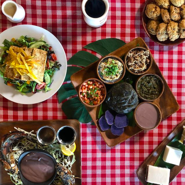 full spread of Hawaiian food from Highway Inn, one of the best Hawaiian restaurants in Hawaii